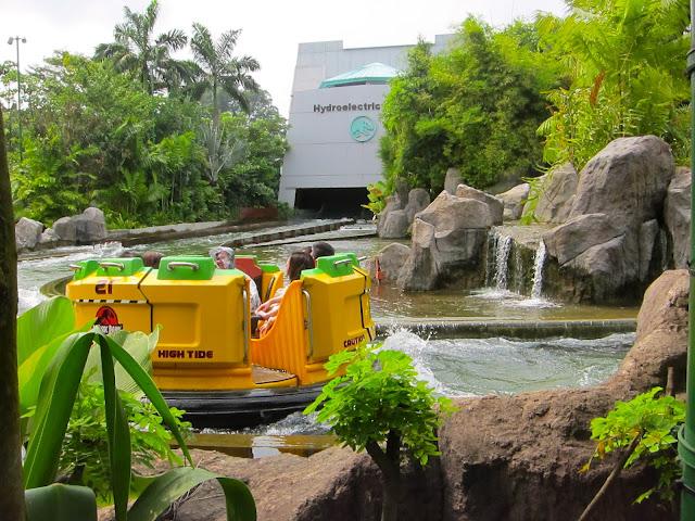 Journey 45: Universal Studios Singapore - Jurassic Park ...