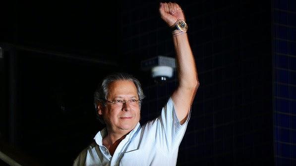 Após as eleições José Dirceu recebe autorização para cumprir em casa a pena pelo mensalão.