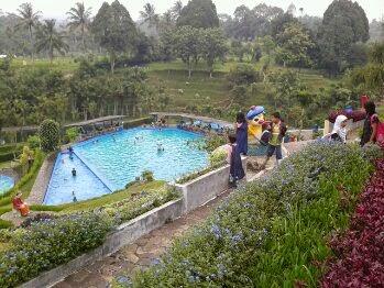 wisata kolam renang cimelati sukabumi
