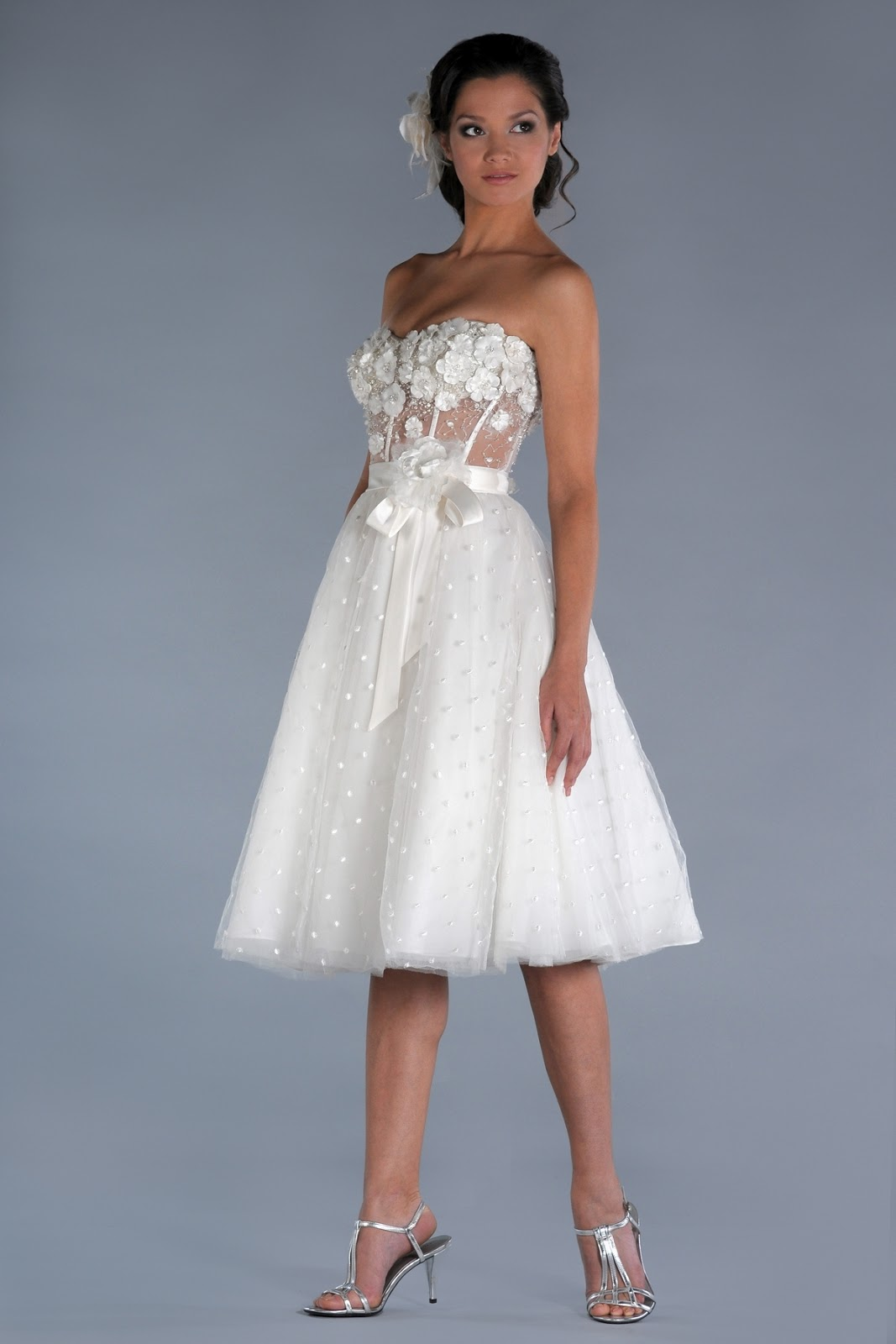 Dressybridal 5 cute short wedding dresses for summer for Cute short white wedding dresses