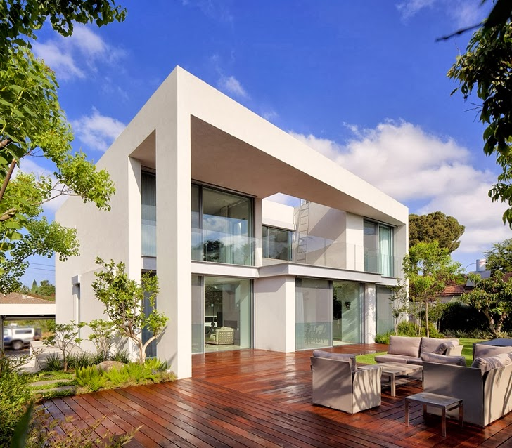 Modern family home by Domb Architecture