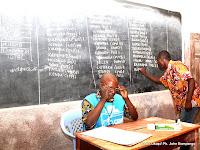 Comptres des voix dans un bureau de vote au Congo RDC en 2011 (Photo Okapi)