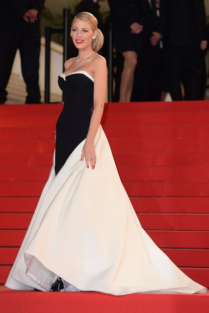 Blake Lively wore a Gucci Première black and white silk crepe strapless gown at Cannes 2014