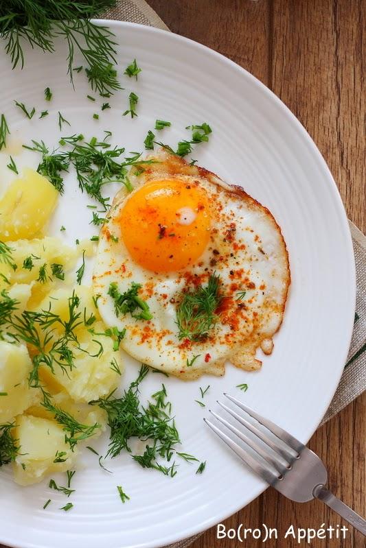 Przepis na młode ziemniaki z jajkiem sadzonym