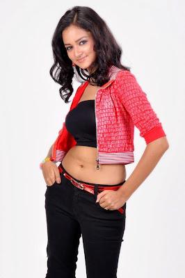 toned body of Shanvi abs showing stills