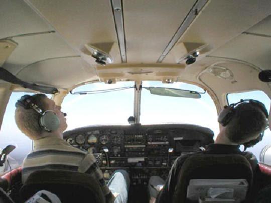 phi công ngủ gật khi đang bay