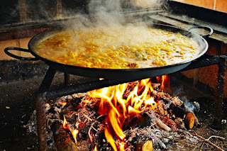 Travel around Spain - Paella burning