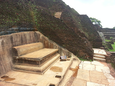 Sigiriya summit top, Sleep on Stone Sofa, enjoy dreaming of Ancient Aliens Anunakis visited Earth ago