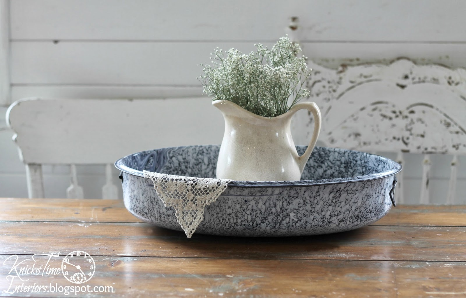 Enamelware basin and antique home decor from http://knickoftimeinteriors.blogspot.com/