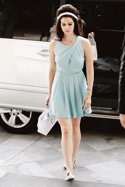 Lana Del Rey Cute Retro Street Style
