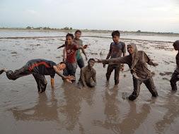 bersama bermain lumpur,,,,