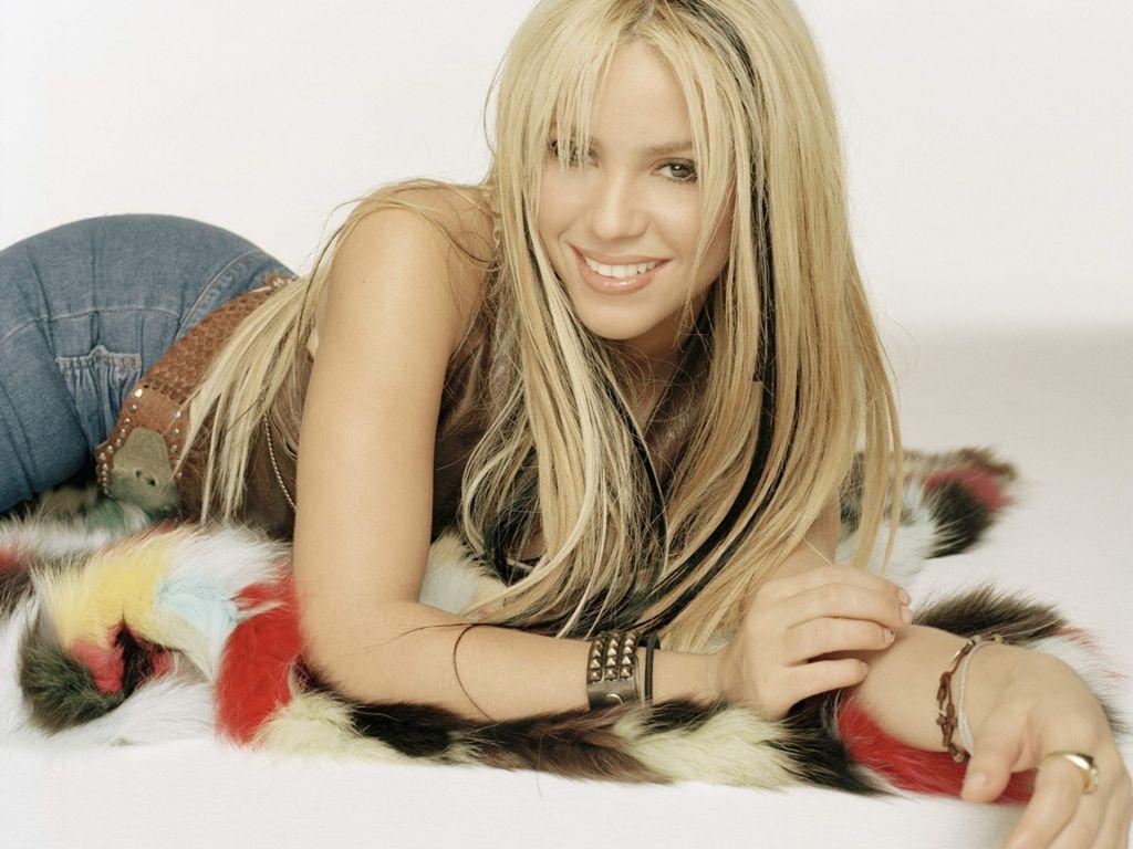 http://2.bp.blogspot.com/-9ztvYOb8MY8/TmTTNUUgN1I/AAAAAAAABMA/kl6Ys_bykaw/s1600/Hot+Shakira.JPG