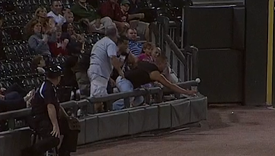 White Sox fan catches foul ball with beer cup