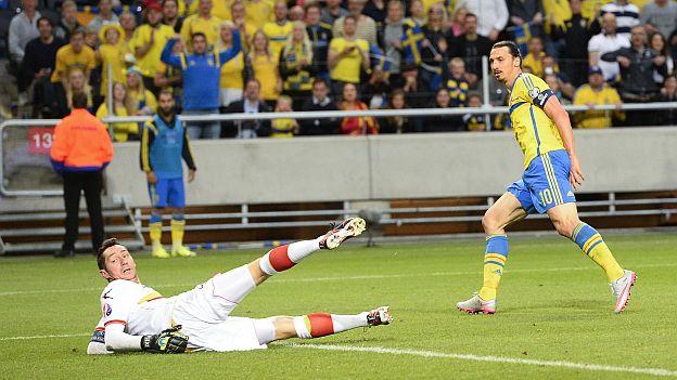 Encuentro Suecia-Montenegro con Ibrahimovic con botas Nike