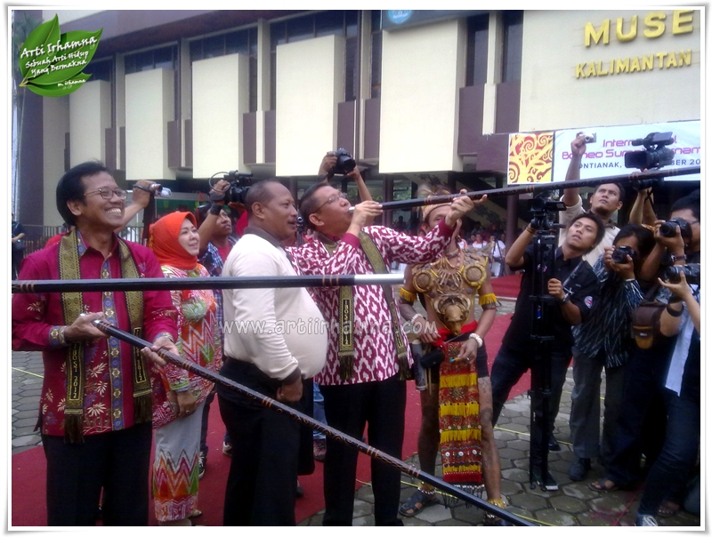 International Borneo Sumpit Tournament -  - Walikota Pontianak dan Direktur Promosi Pariwisata Dalam Negeri Menyumpit