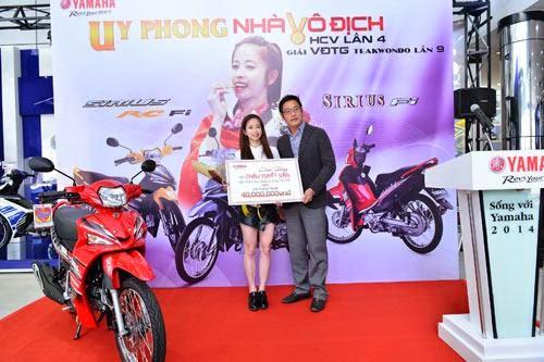 Yamaha Motor Việt Nam tặng giải thưởng cho VĐV.