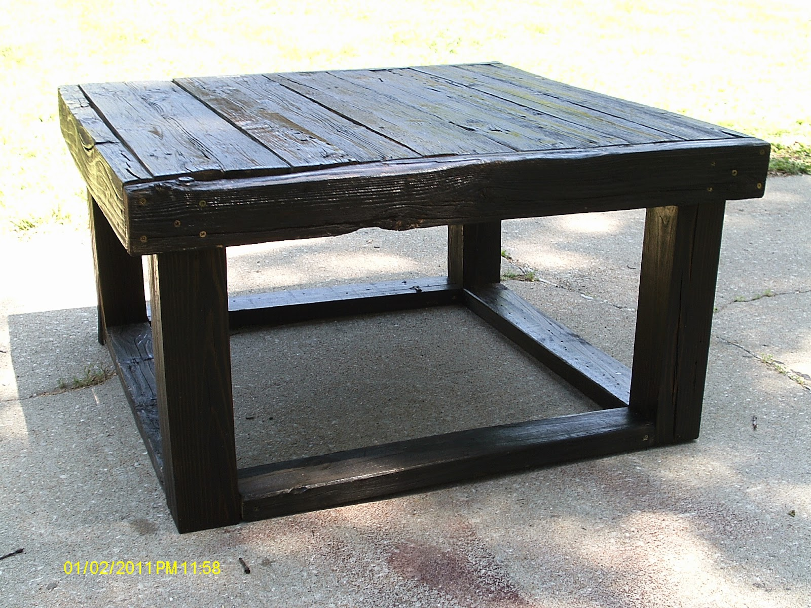 Handmade rustic log furniture rustic coffee table sofa for Unique end tables and coffee tables