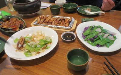 Leckeres Abendessen im Yunnan Gourmet Specialty Restaurant Shanghai