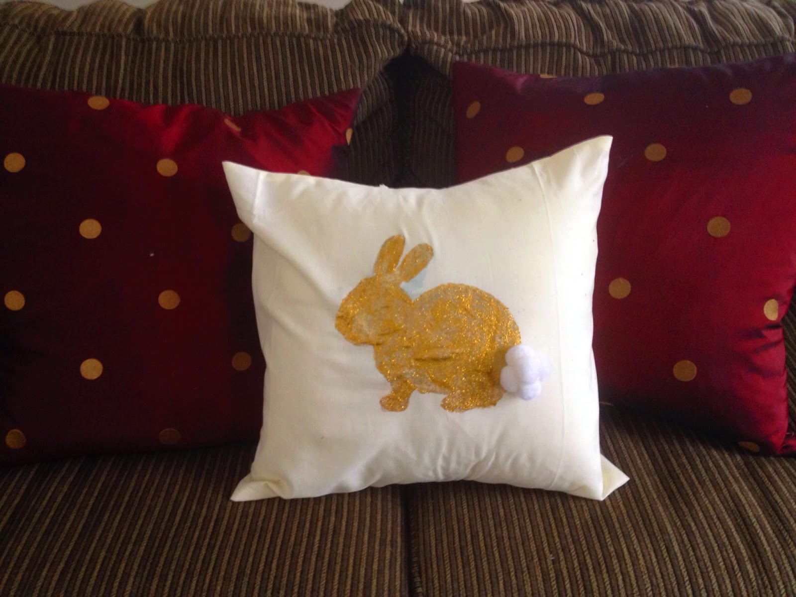 DIY Easter Bunny Pillow || The Chirping Moms