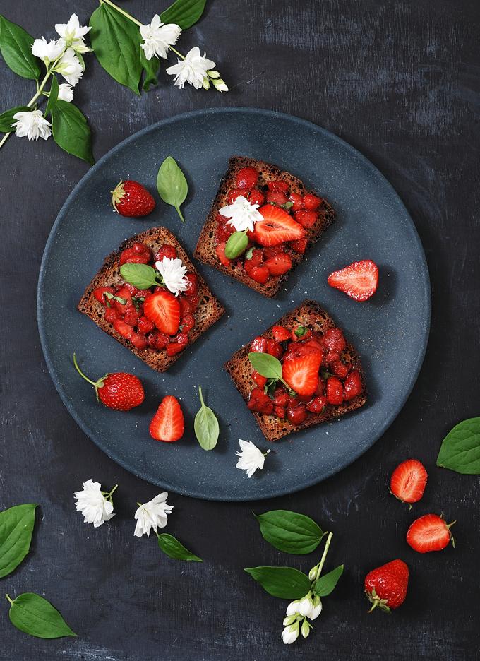 Bruschetta aux fraises et basilic - Strawberry basil bruschetta
