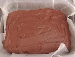 hornear bizcocho de chocolate