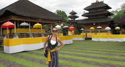Глория на остров Бали