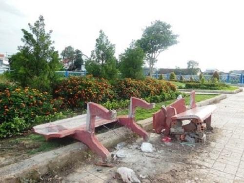 Gia Lai: Đạp đổ ghế đá công viên khi bị người yêu nói lời chia tay