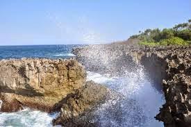 pantai water blow nusa dua