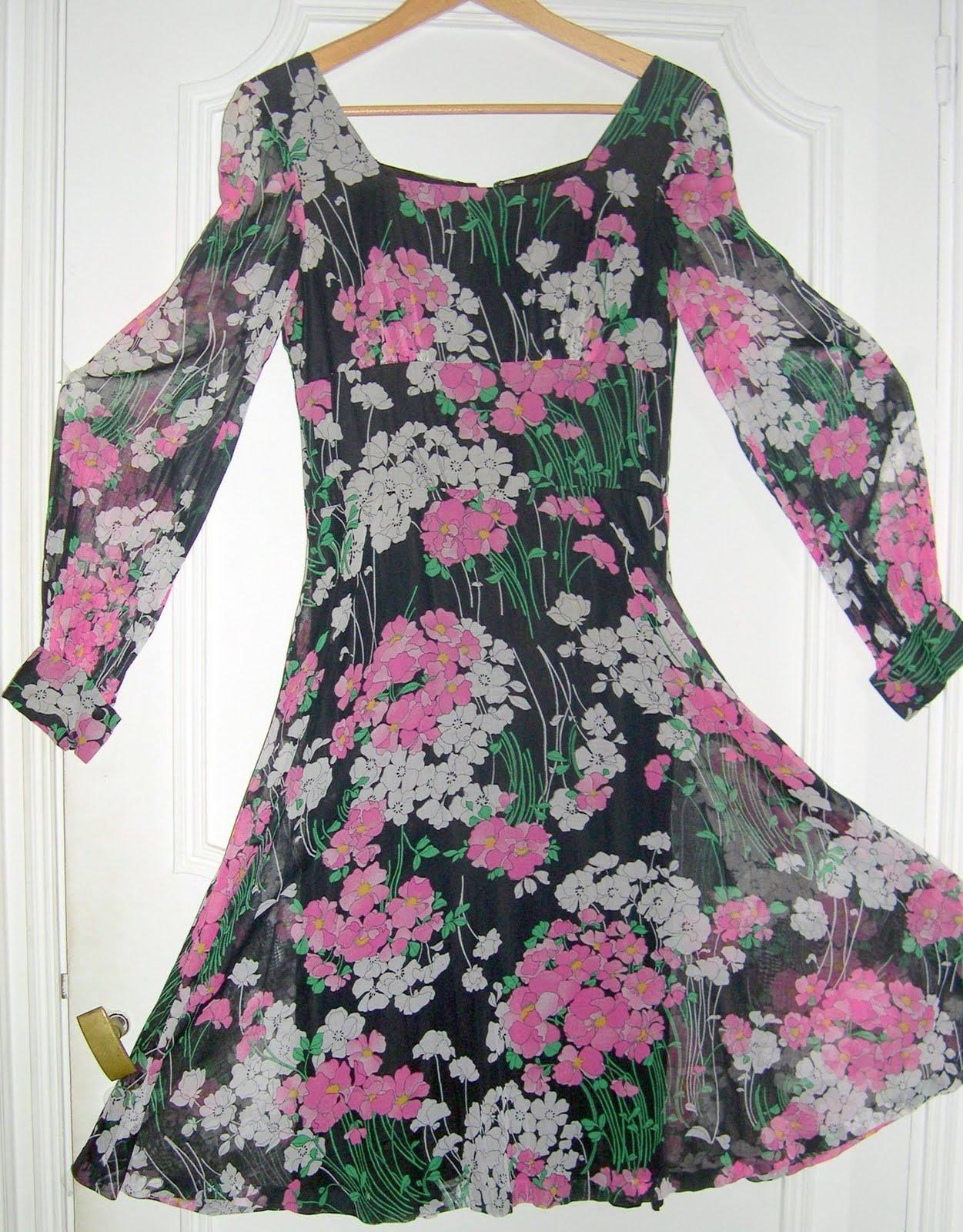 aux habits qui parlent robe vintage de cocktail ann es 70 vente en ligne. Black Bedroom Furniture Sets. Home Design Ideas