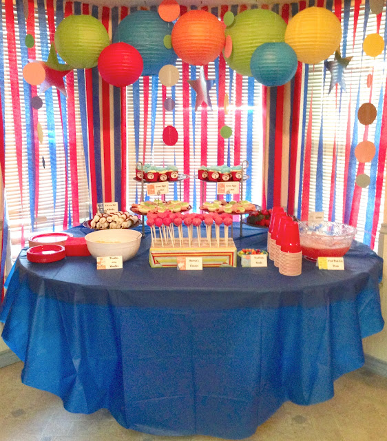 here 39 s the food table with some dr seuss theme goodies