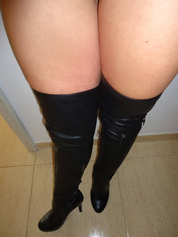 claudia webcam high boots