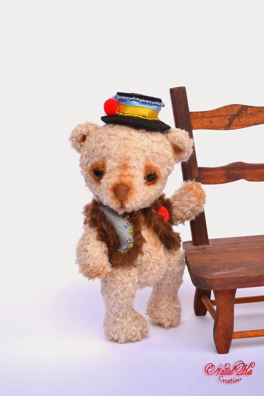 Künstlerbär Teddy handgemacht Tracht Ukraine von NatalKa Creations. Artist teddy bear handmade by NatalKa Creations