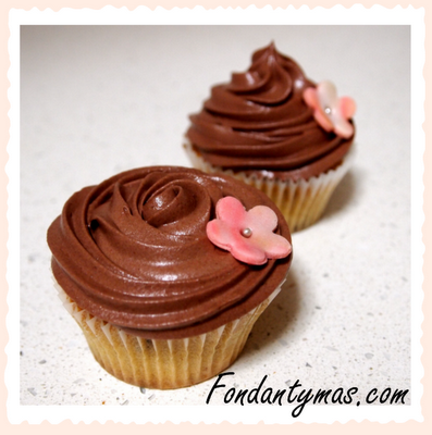 Fondant y más. Cupcake de mousse de chocolate.