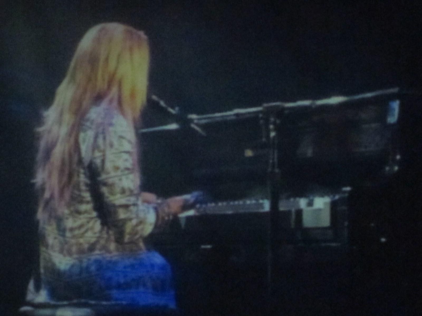 http://2.bp.blogspot.com/-A2GsxjVfxv8/T-dpySZCRBI/AAAAAAAAAa0/OWU76RWVra4/s1600/Demi+Lovato+12+052.JPG