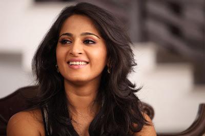 anushka @ thulli ezhunthathu kadhal movie new photo gallery