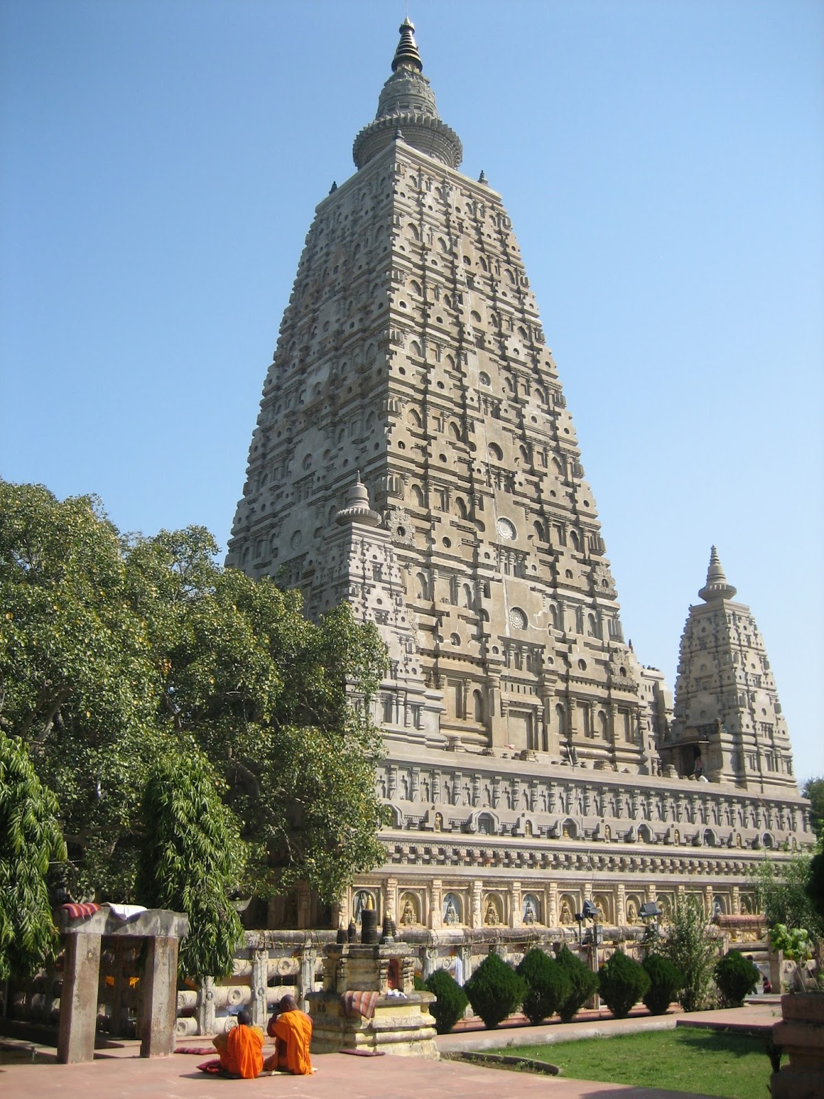 Myths symbols and mysteries chinese pagodas were they fig 10 the mahabodhi temple at bodhgaya built in the 5th century ad in the panchayatana style source wikipediabpilgrim biocorpaavc Gallery