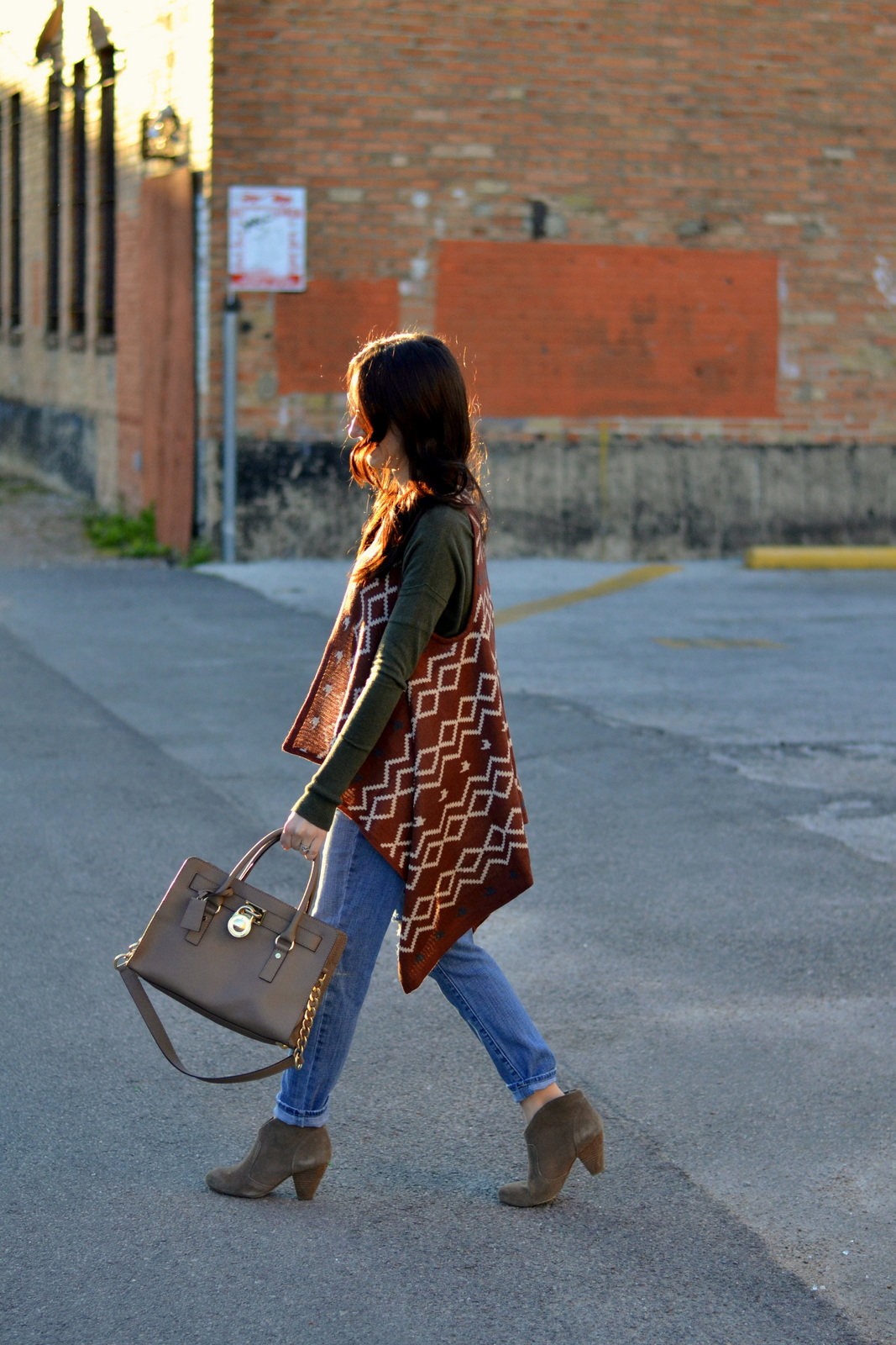 Boho Look with aztec vest and suede booties