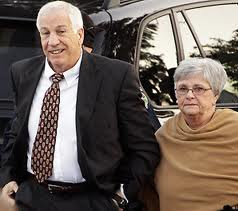 Jerry and Dottie Sandusky walking into court