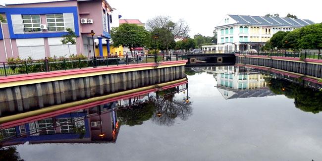 Sungai Merah Bus Sungai Merah Town is Clearly