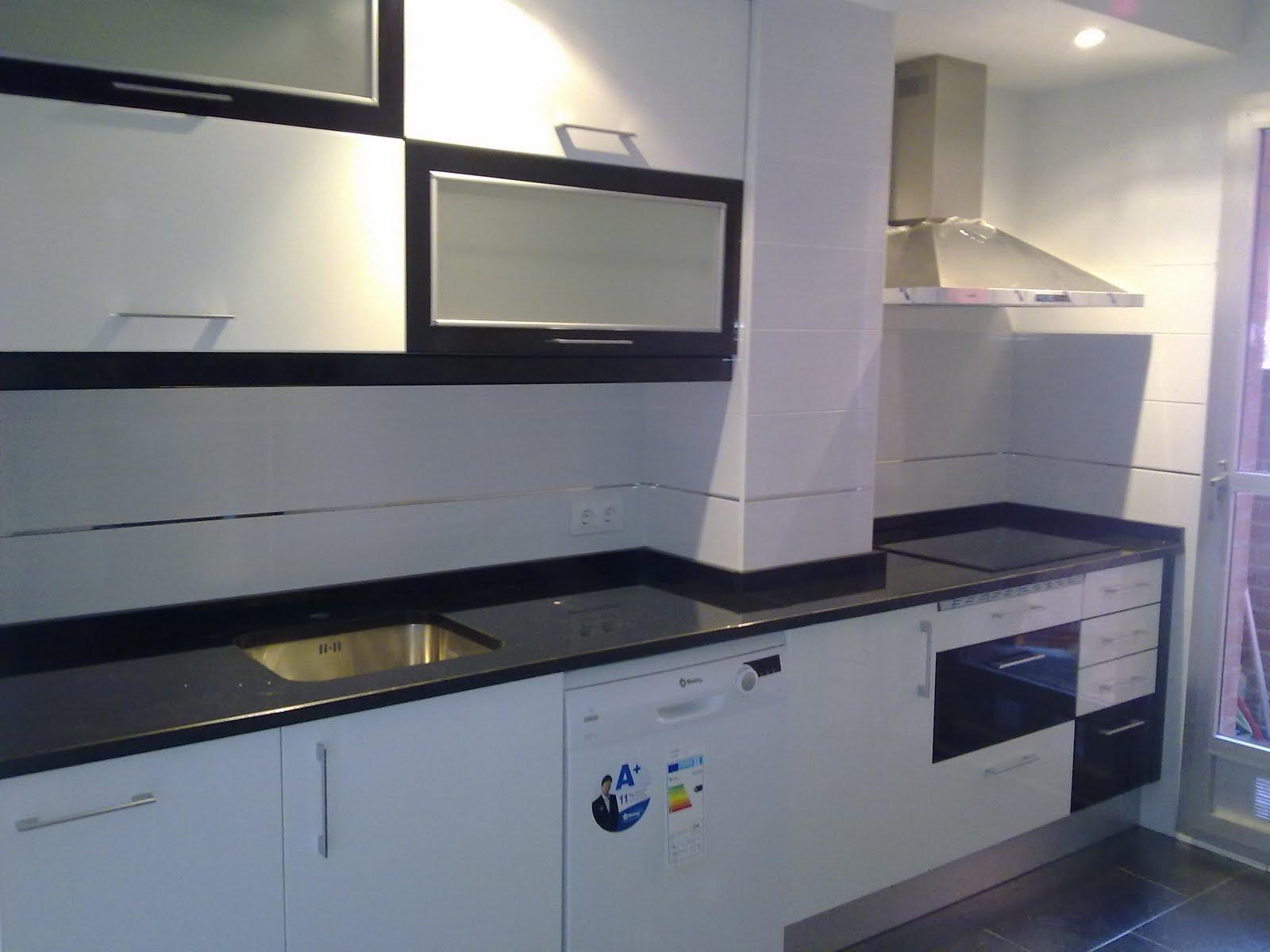 Laminado alto brillo 2011 136 a 138 cocinas ayz eurolar for Muebles de cocina sueltos