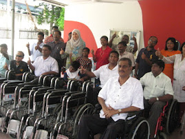 Wheelchair presentation by YB Nurul Izah MP Lembah Pantai on 5 June 2011