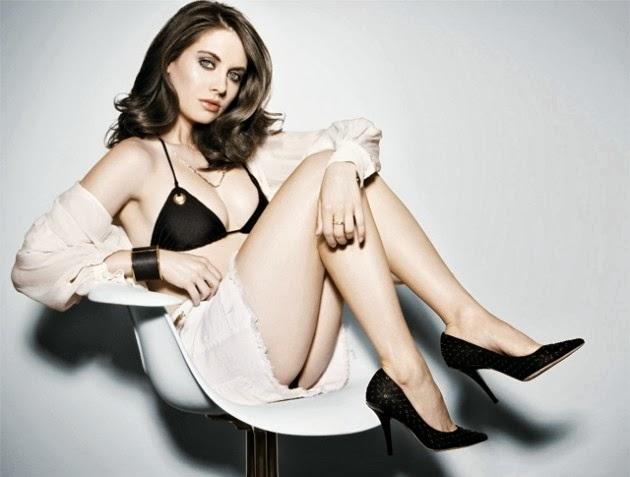 Alison Brie Hot