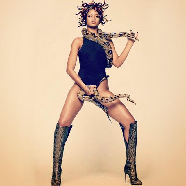 Rihanna tiene serpientes por todo el cuerpo