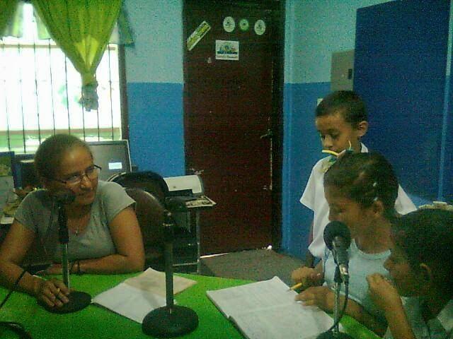 COMO INVITADA LA PROFESORA MARICELA REYES COORDINADORA PEDAGOGICA