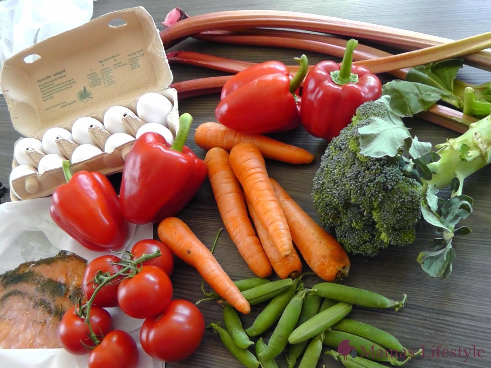 regionale und frisch: Paprika, Tomaten, Brokkoli, Erbsen, Karotten, Rhabarber