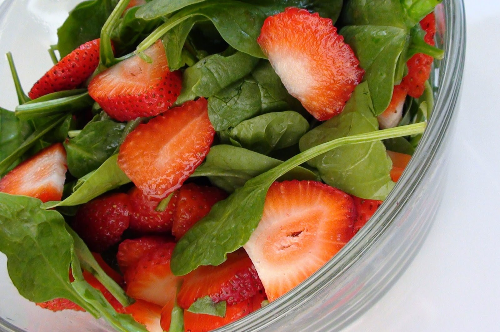zsuzsa is in the kitchen: STRAWBERRY SPINACH SALAD