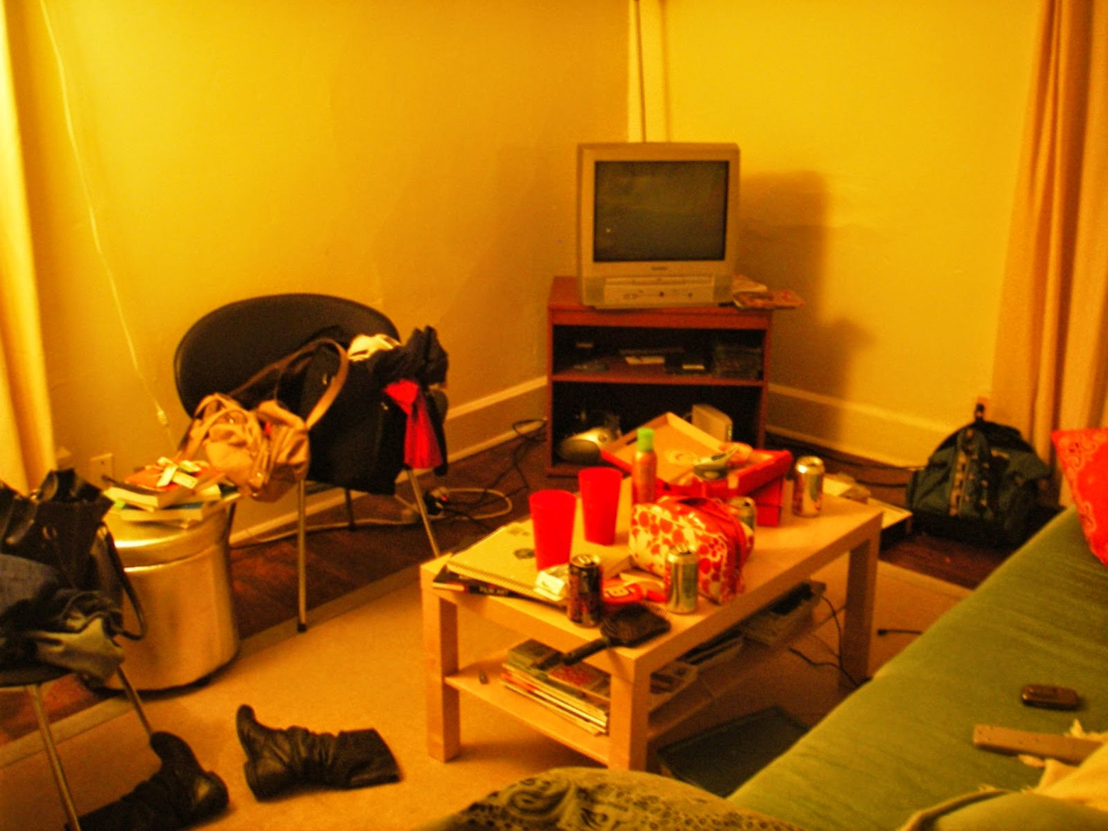 Lower class living room - Wednesday 20 November 2013