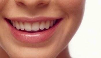 Tips-memerahkan-bibir-dengan-bahan-alami