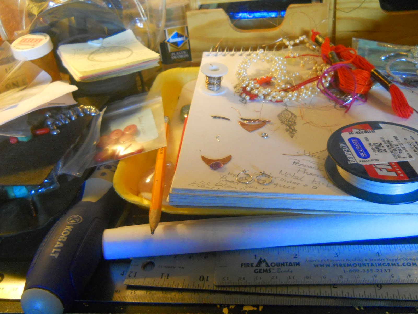 messy messy desk
