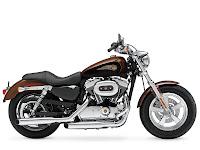 2013 Harley-Davidson XL1200C Sportster 1200 Custom GAMBAR MOTOR - 1